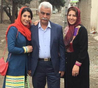 عکس خانوادگی حمیده عباسعلی در کنار پدر و مادرش