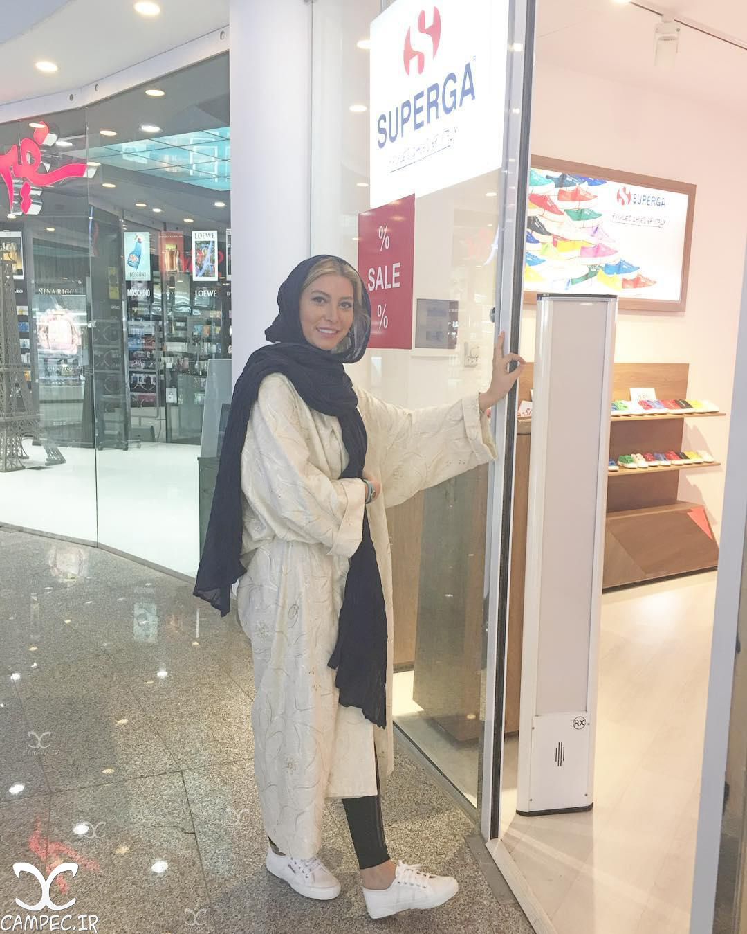عکسهای تبلیغاتی فریبا نادری در زمینه کفش