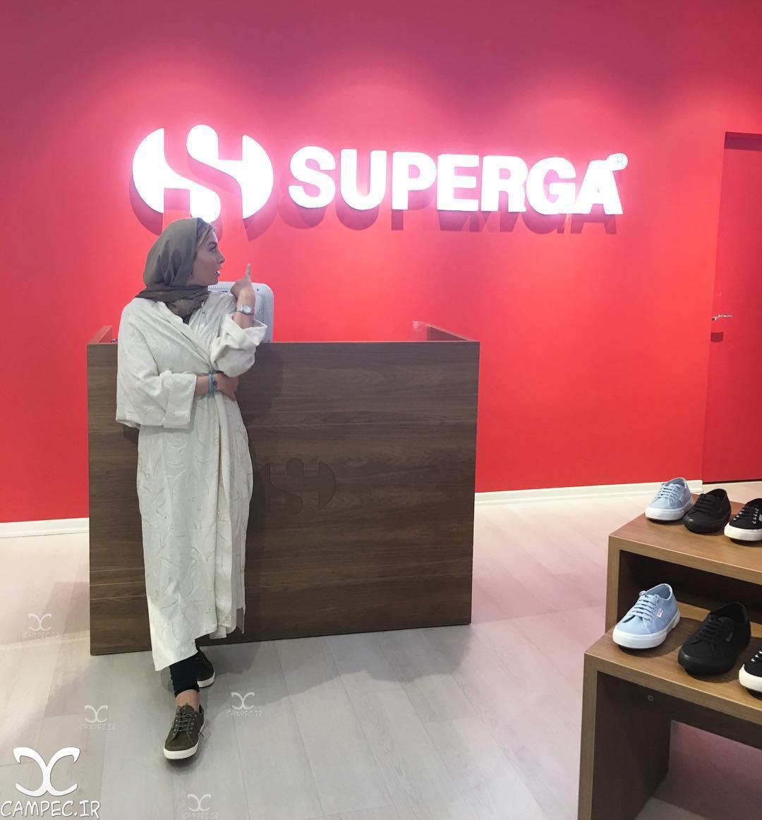 فریبا نادری در تبلیغات کفش