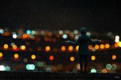 تصویر تنها زیر باران