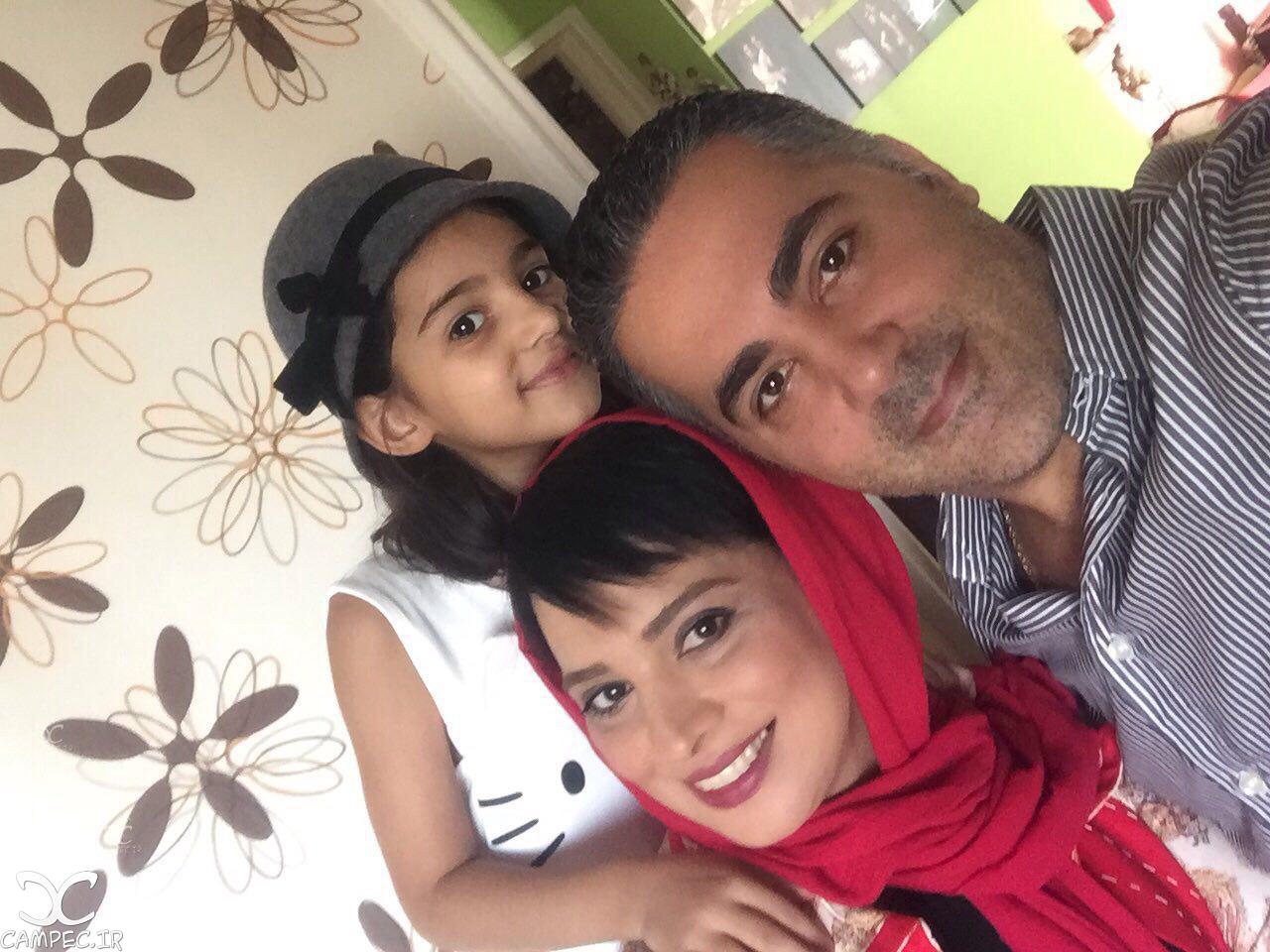 روشنک عجمیان با همسر و دخترش