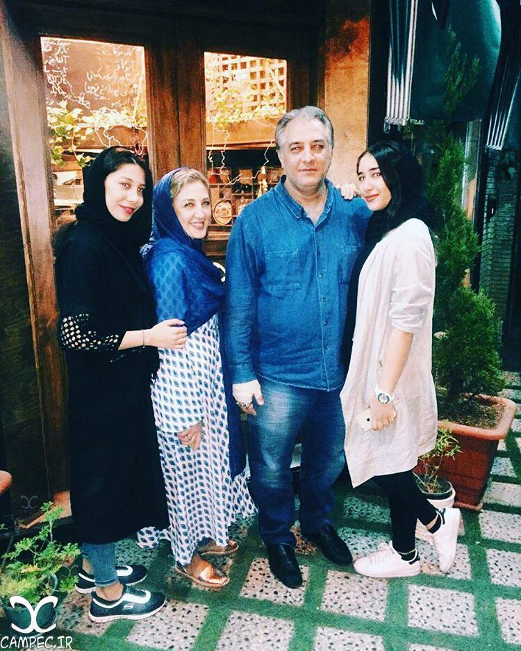 ایرج نوذری با خواهر و دخترانش