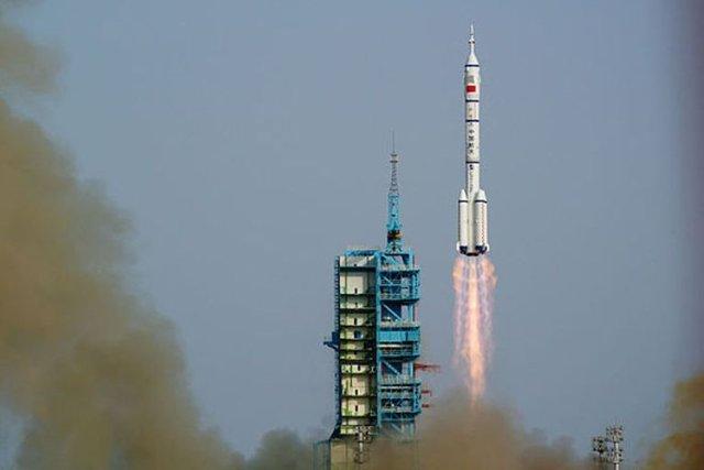 http://s9.picofile.com/file/8271096034/Shenzhou_11.jpg