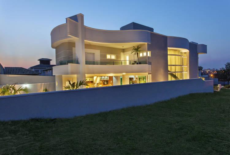 طراحی خانه ای منحنی و قوس