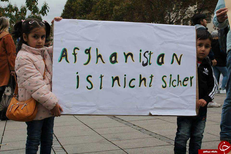 راهپیمایی افغانستانیهای مقیم سوئد  در اعتراض به امضای تفاهمنامه بازگشت مهاجران