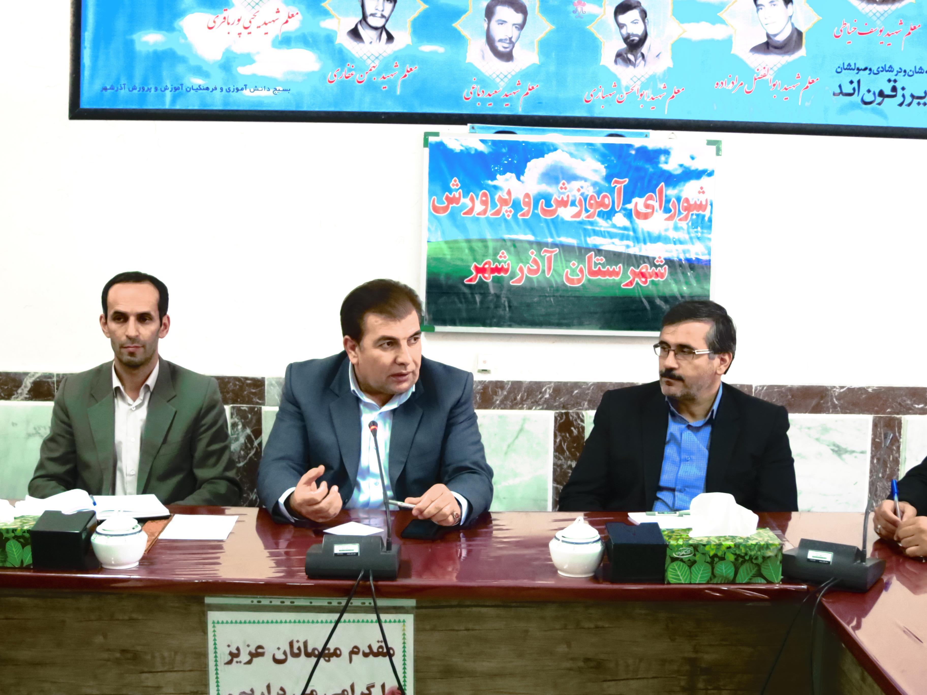 دواتگر: آموزش و پرورش آذرشهر در خصوص ایجاد نمازخانه در مدارس گامهای بزرگی برداشته بطوریکه در مدارس قاضی جهان و اخیجهان نمازخانه ها در حال احداث می باشند.