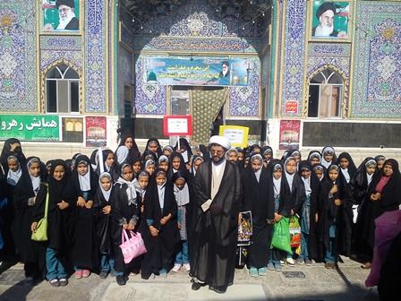 حضور دانش آموزان مدرسه معاد در نماز جمعه