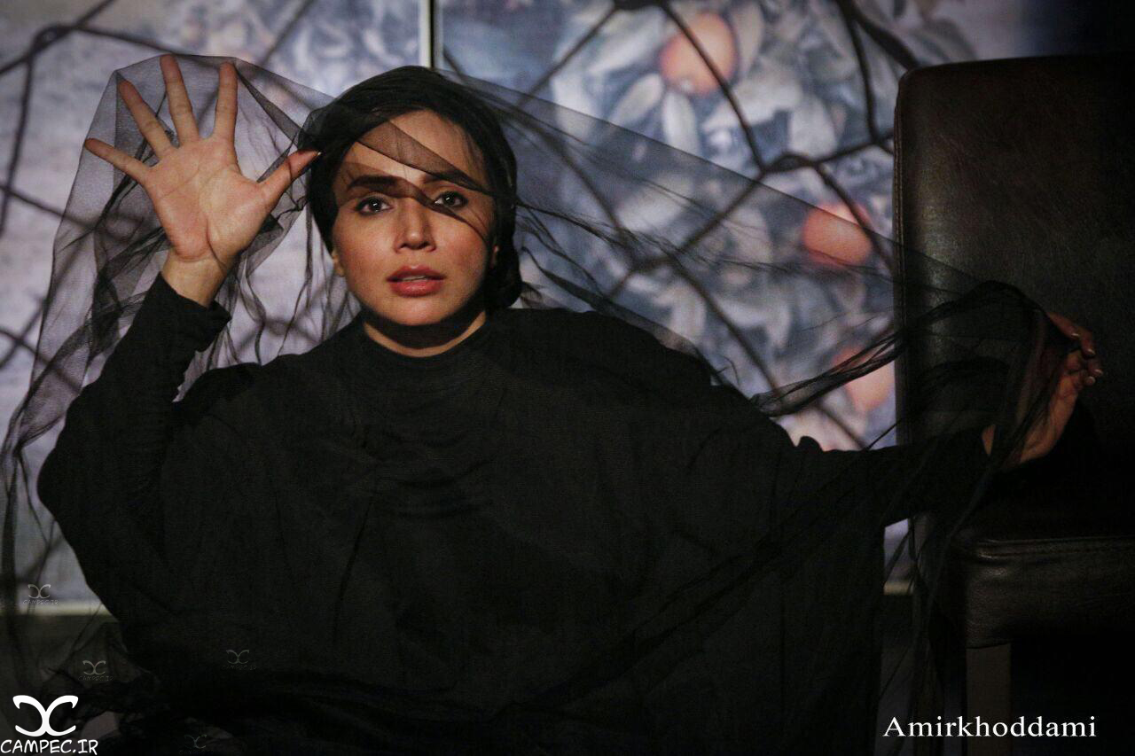 شبنم قلی خانی در نمایش پوست انداختن