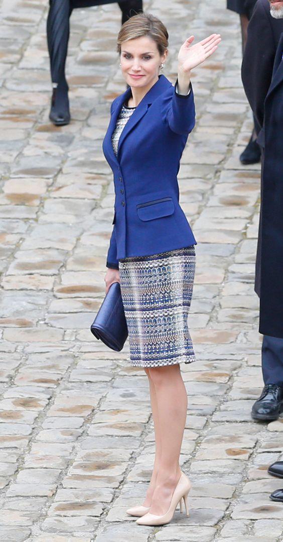 کت دامن شیک و جدید زنانه با پاررچه آبی و سفید طرح جدید