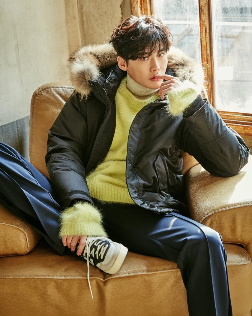 http://s9.picofile.com/file/8275026968/Nov_17_2016_Leejongsuk_for_New_Balance_Cosmomen_Dec_2016.jpg