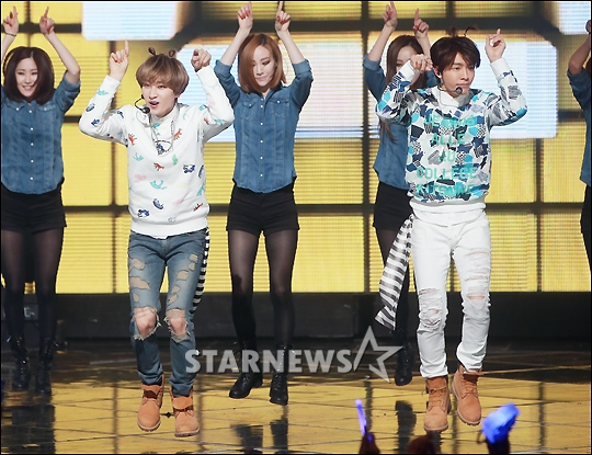 http://s9.picofile.com/file/8275543418/150319_mcountdown_starnews_1.jpg