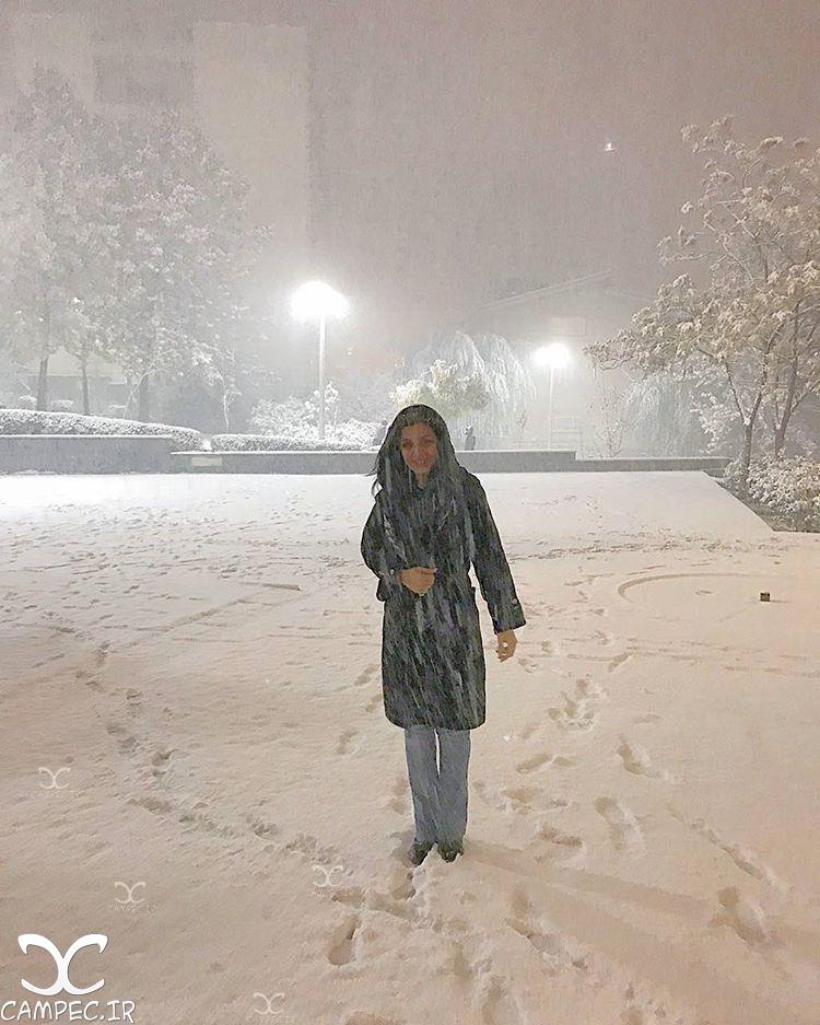ساره بیات در روز برفی تهران