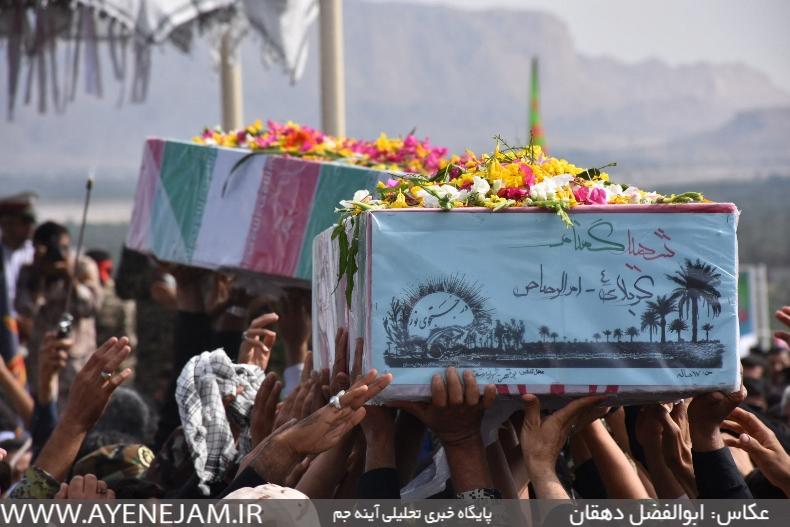 پیکر مطهر دو شهید گمنام در شهر انارستان جم تشییع شد+تصاویر