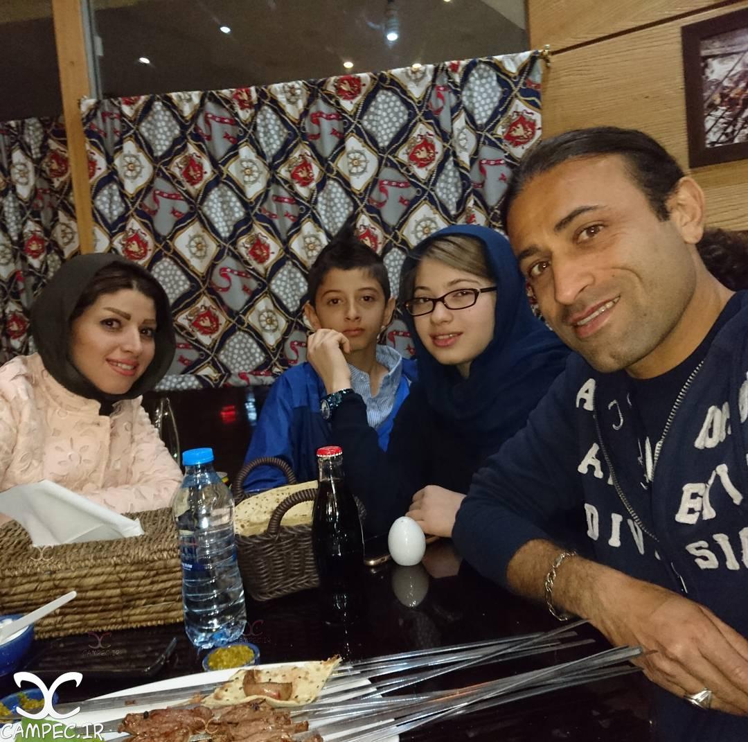 مهدی رجب زاده با همسر و دختر و پسرش