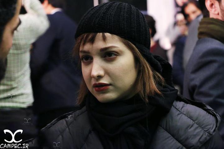 روشنک گرامی در مراسم اکران فیلم لاک قرمز