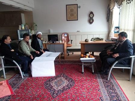 حضور مهندس اسماعیل  پور در دفتر امام جمعه شهر حاج آقا هاشمی قهدریجان و بحث تبادل نظر در خصوص درب ورو�