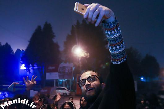 عکس سلفی بنیامین بهادری و طرفدارانش در کنسرت