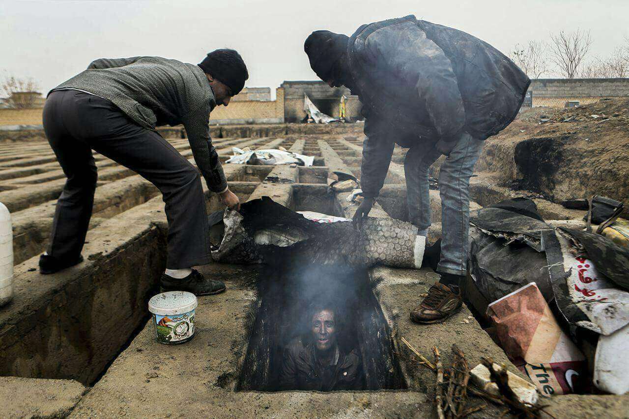 عکس های جنجالی زندگی در گورستان شهریار