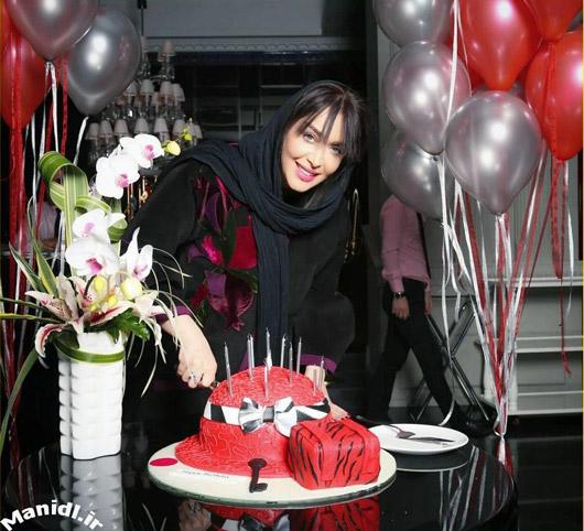 عکس جدید سارا منجزی در جشن تولدش