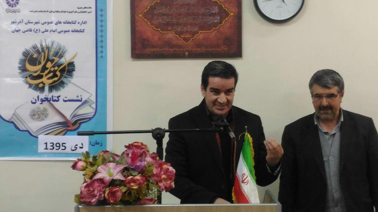 محمد اسدپور اقدم مسئول کتابخانه امام علی(ع) قاضی جهان و آقای مجتبی حفاری قاضی جهانی