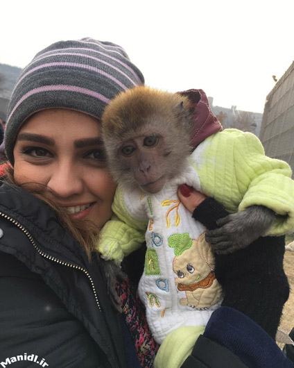 عکس سیما خضرآبادی و میمون