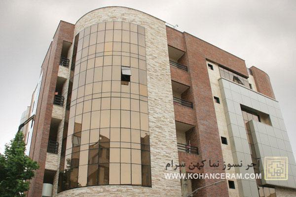 ترکیب آجر نسوز کهن سرام و شیشه در نمای ساختمان