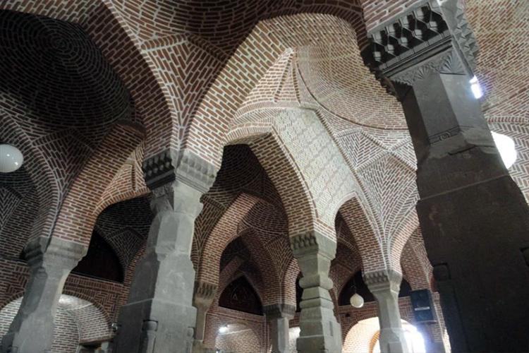 مسجد شهر میانه