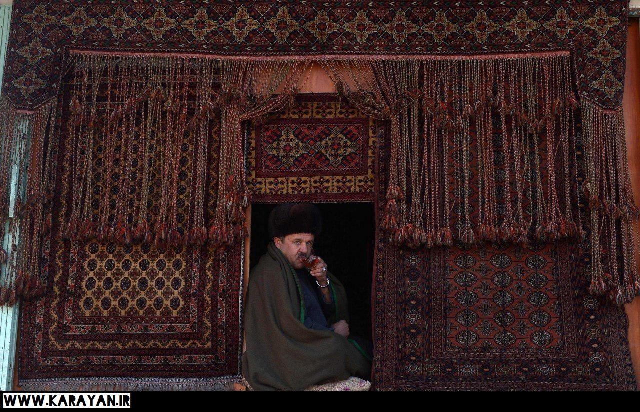 فرش فروش افغان در مزار شریف