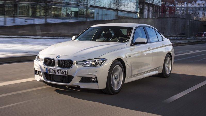 بررسی خودروی BMW 330e هیبریدی
