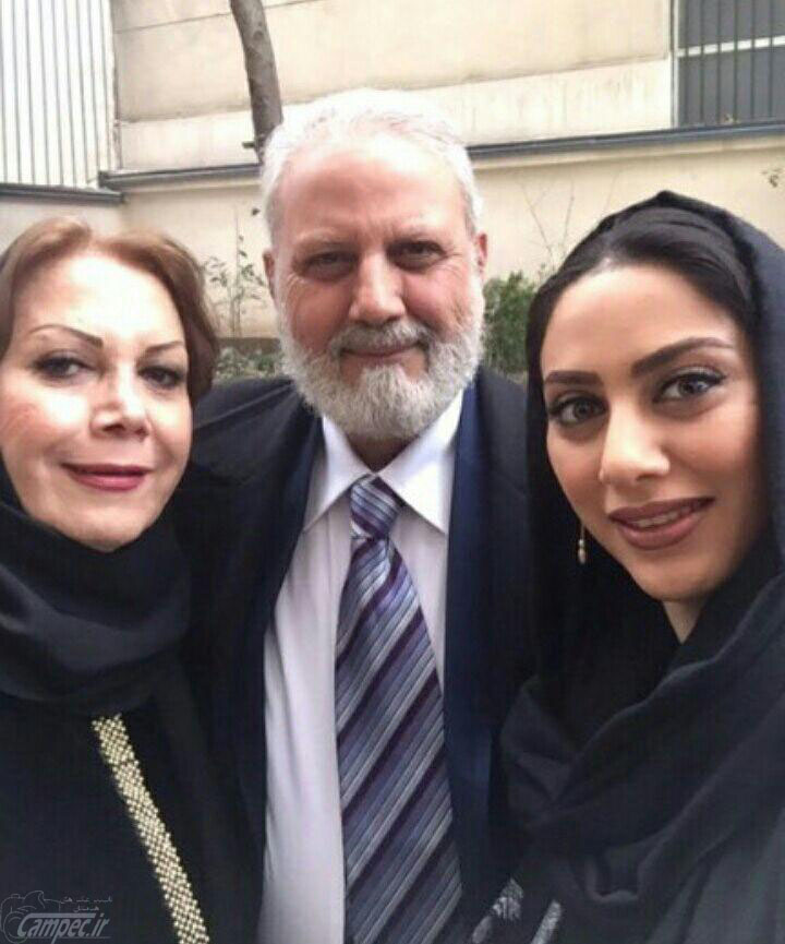 مونا فرجاد همراه با پدرش