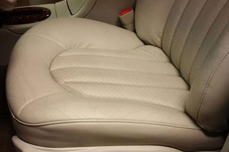 آموزش مرحله ای تمیز کردن روکش چرم صندلی اتومبیل