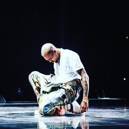 دانلود آهنگ جدید Chris Brown به نام Wasting Time