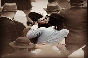 دختری در حال بوسیدن محو می  شود