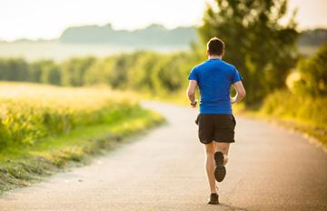 ورزش و پیاده روی موجب آرامش و رفع نگرانی می شود