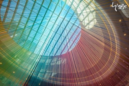 رنگین کمانی از ۱۳۰۰۰ نخ در بزرگترین مرکز خرید آمریکا