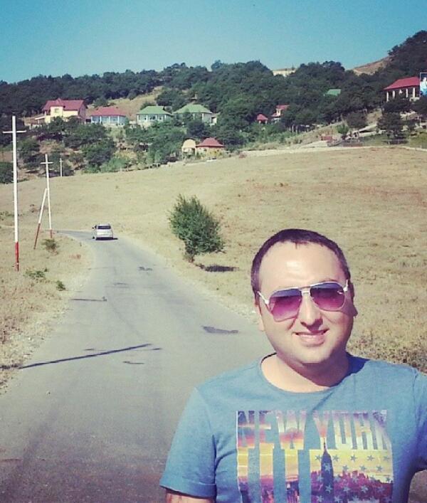 http://s9.picofile.com/file/8305781192/42Cingiz_Quliyev_Iki_Seven_Ayri_Doze_Bilmez.jpg