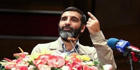 حاج حسین یکتا : مدافعان حرم، اول مدافع قلب خودشان بودند...
