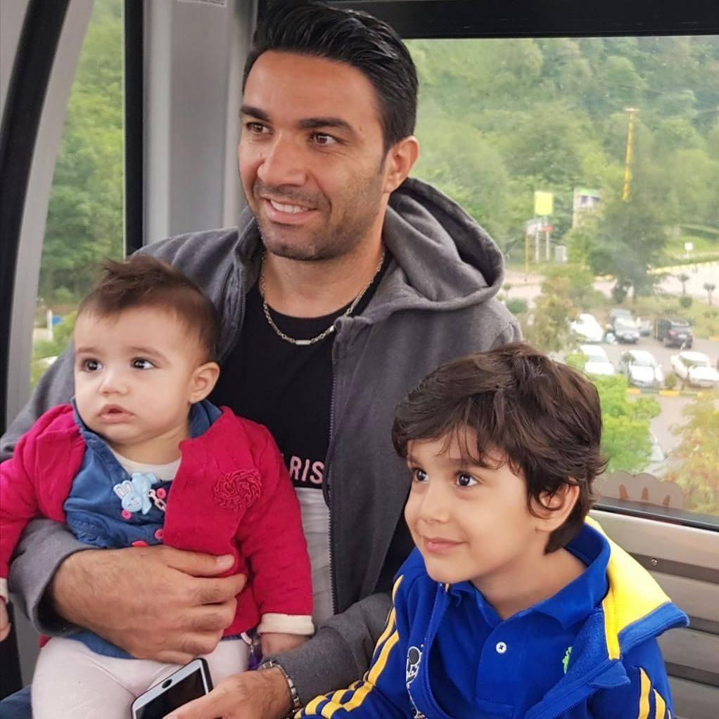 عکس جواد نکونام با فرزندانش