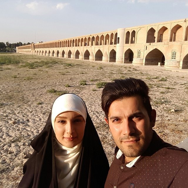 عکس جدید مژده خنجری با همسرش