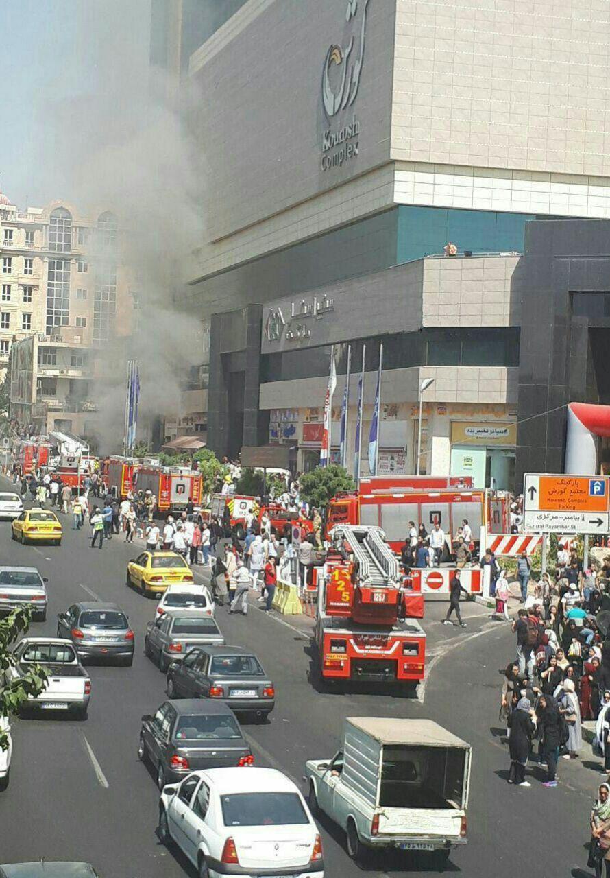 پاساژ کوروش یکى از بزرگترین مراکز تجارى تهران آتش گرفت و باعث تخلیه کامل این مجتمع شد