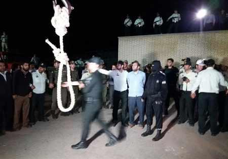 تصاویر اعدام قاتل آتنا اصلانی 29 شهریور 1396 + دانلود فیلم