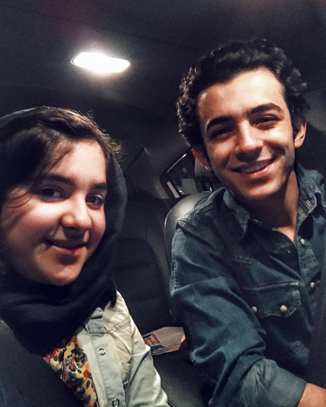 علی شادمان با خواهرش