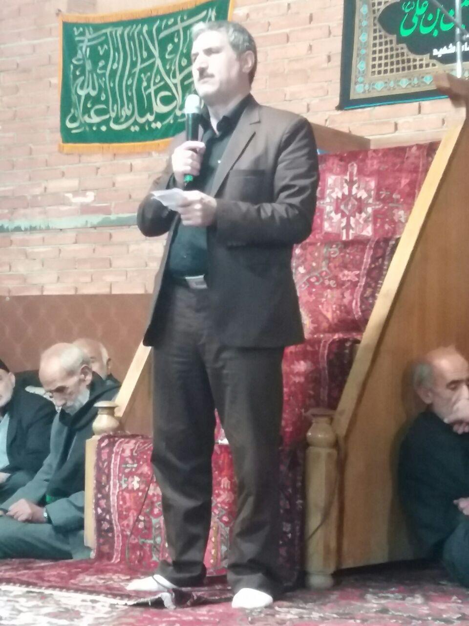 دکتر اکبر عبدی قاضی جهانی در کارگاه آموزشی ترویجی بهینه سازی مصرف آب کشاورزی که در مسجد حضرت ولیعصر(عج) قاضی جهان از توابع شهرستان آذرشهر