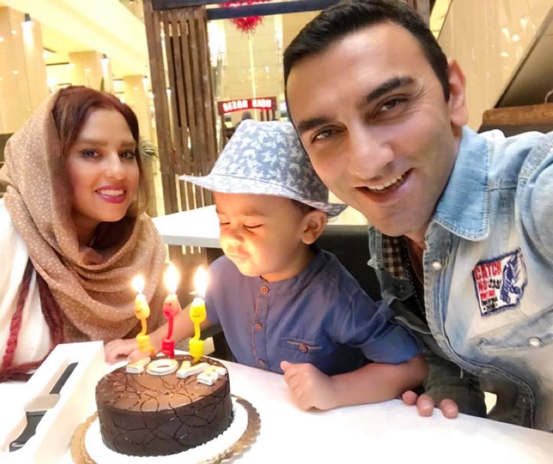 عکس جدید وحید مهین دوست با همسر و پسرش