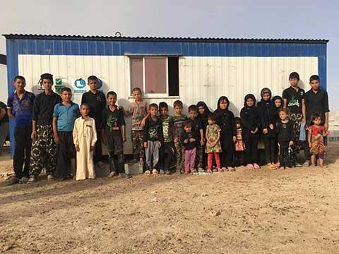 آیینه یزد - 36 دانشآموز روستای مسعودی در یک کانکس درس میخوانند