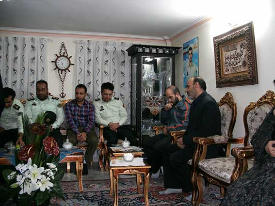 دیدار با خانواده شهیددولت آبادی به مناسبت هفته نیروی انتظامی