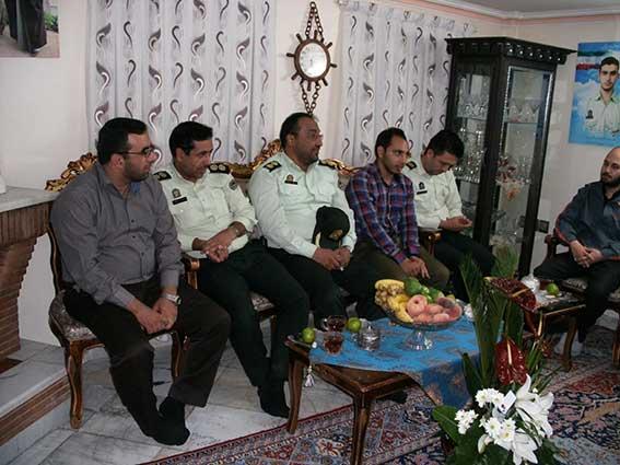 دیدار پرسنل محترم نیروی انتظامی با خانواده شهید دولت آبادی به مناسبت هفته نیروی انتظامی