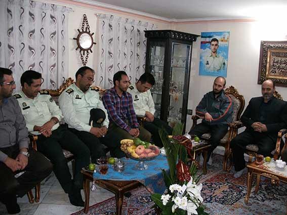 دیدار پرسنل محترم نیروی انتظامی با خانواده شهید دولت آبادی به مناسبت هفته ناجا