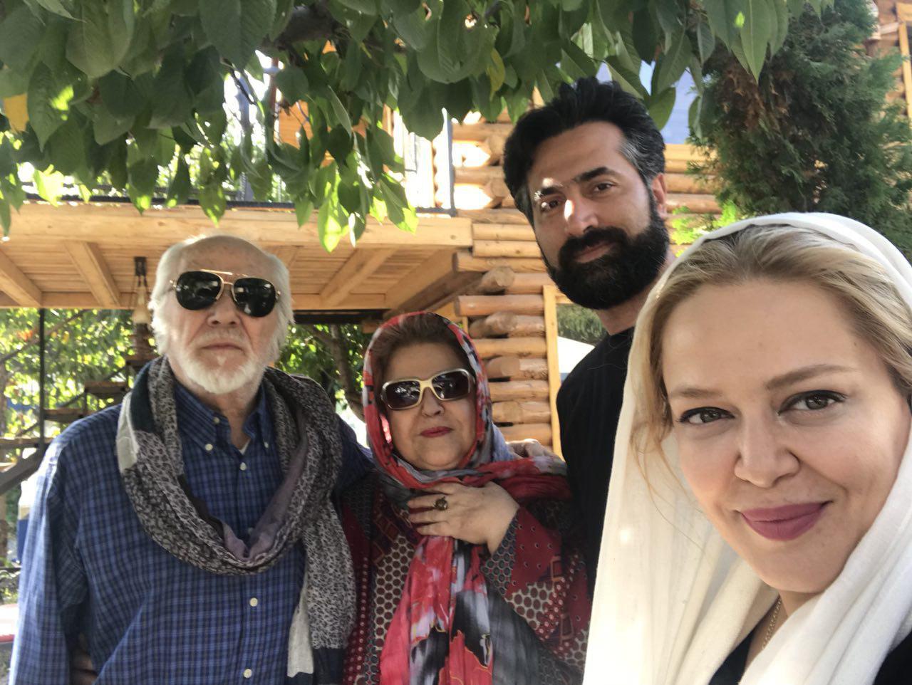 بهاره رهنما با همسر و پدر و مادرش