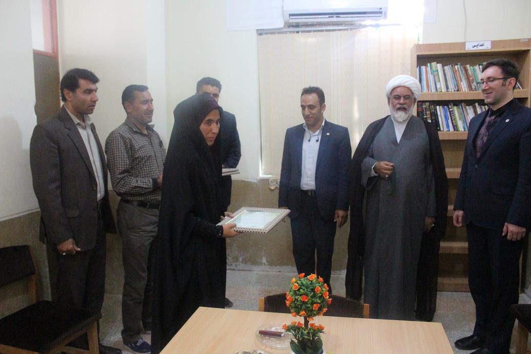 بازدید مدیر کل کتابخانه های عمومی استان فارس ازکتابخانه عمومی سومین شهید محراب پاقلات